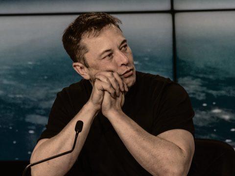 Elon Musk cogita aceitar dogecoin na venda de carros da Tesla